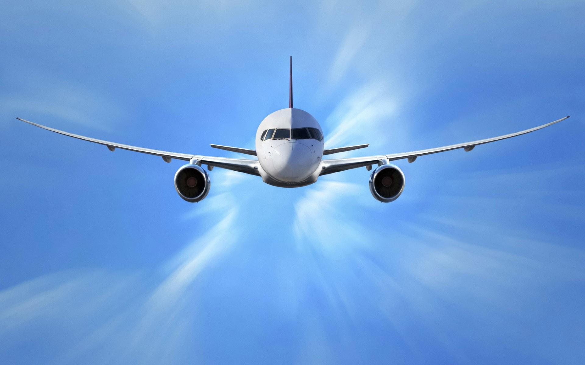 Fondox.net_un-avion-comercial-volando_1920x1200