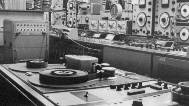 que-es-un-estudio-para-musica-electronica-el-primer-estudio-620x349