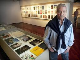 Diseñador Gráfico John Lange con sus obras